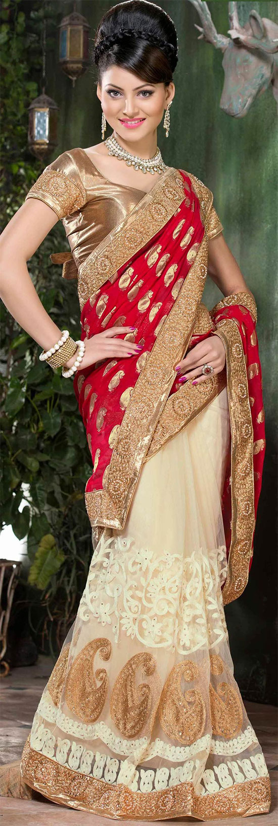 Urvashi Rautela In Cream And Red Net Saree