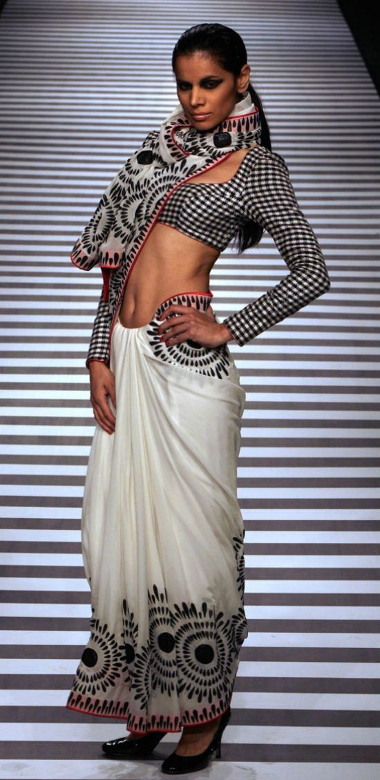 Designer Printed Saree With Checks Blouse