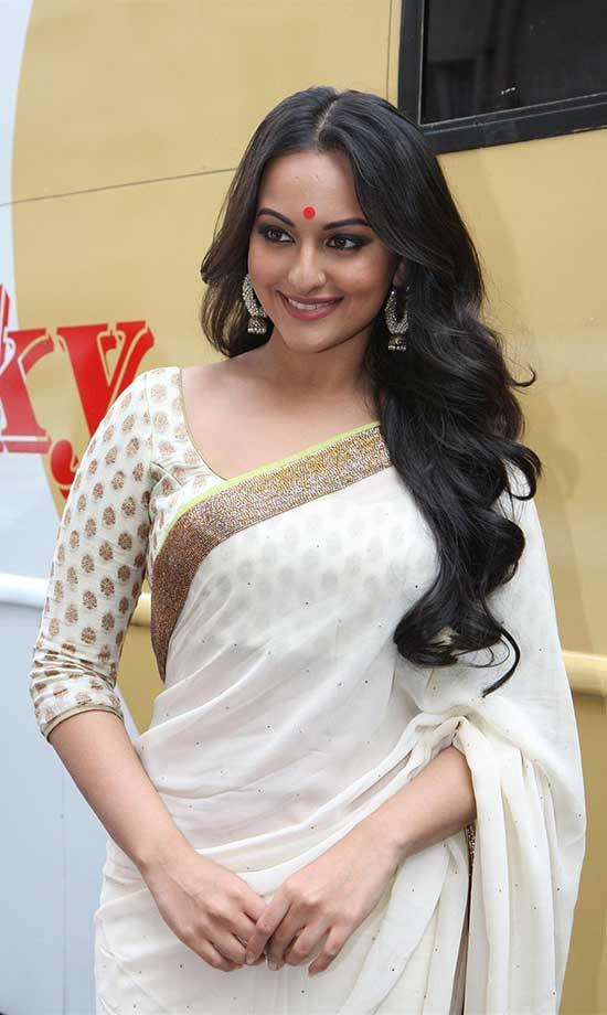 sonakshi in White quarter sleeve blouse