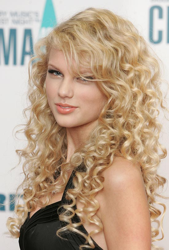Taylor Swift Long Curly Hairstyle: