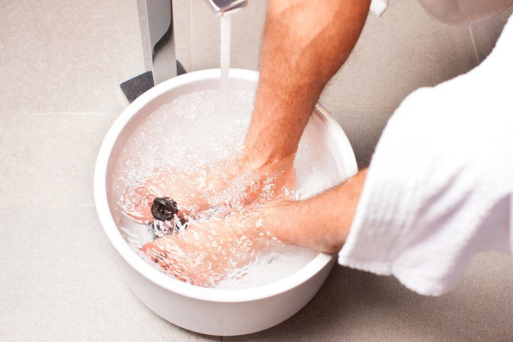 soaking ingrown toenail in warm water