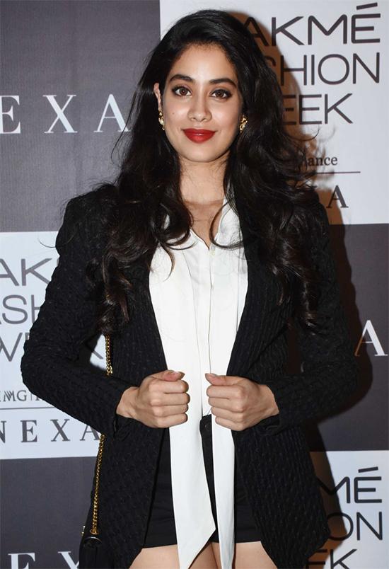 Janhvi Kapoor Looks Stunning in Black and White at Lakme Fashion Week