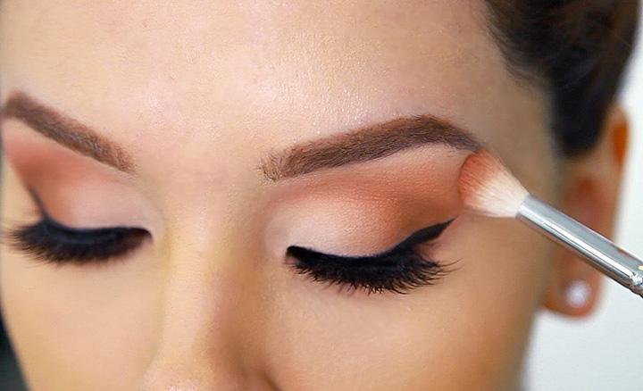 blend eyeshadow