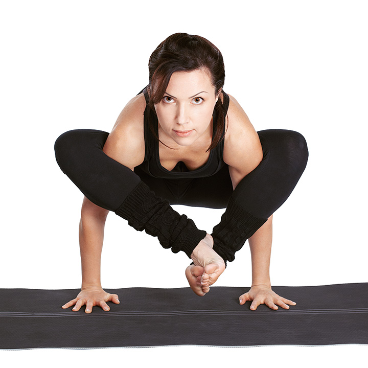 bhujapidasana arm balance yoga pose