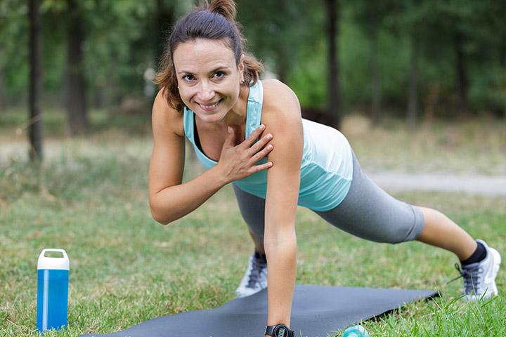plank shoulder taps for armpit fat