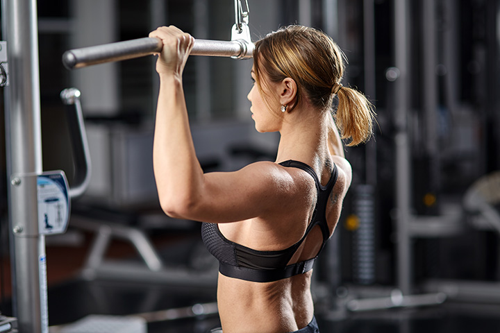 lat pull down pose for back