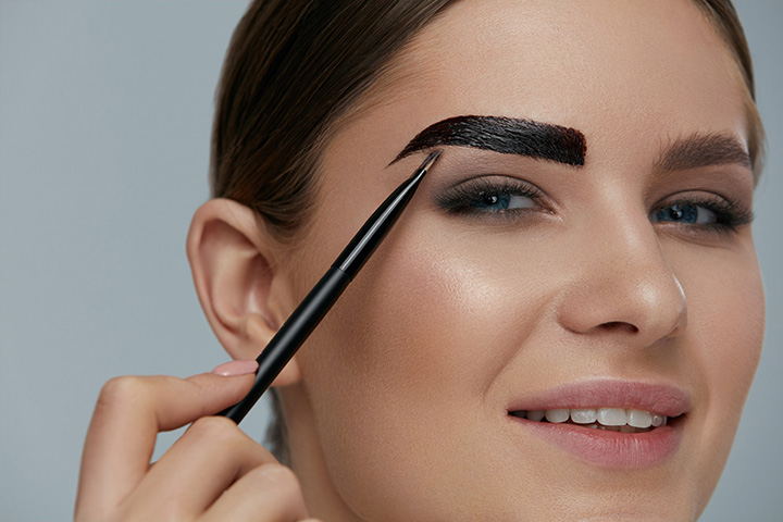 Application of the Hair Dye on the Brows