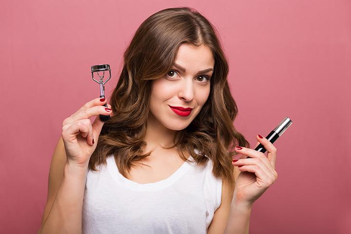 Apply Mascara with an Eyelash Curler