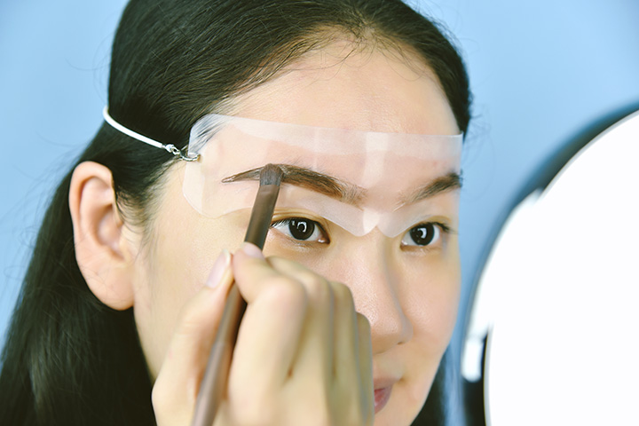 How to Draw Eyebrows Using a Stencil?