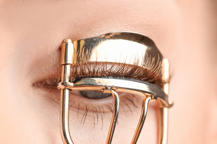 Use of Glittery Mascara with Curler