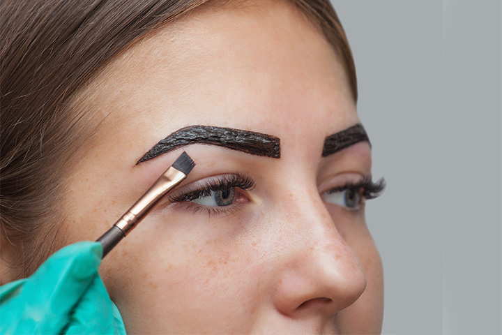 applying henna on eyebrows