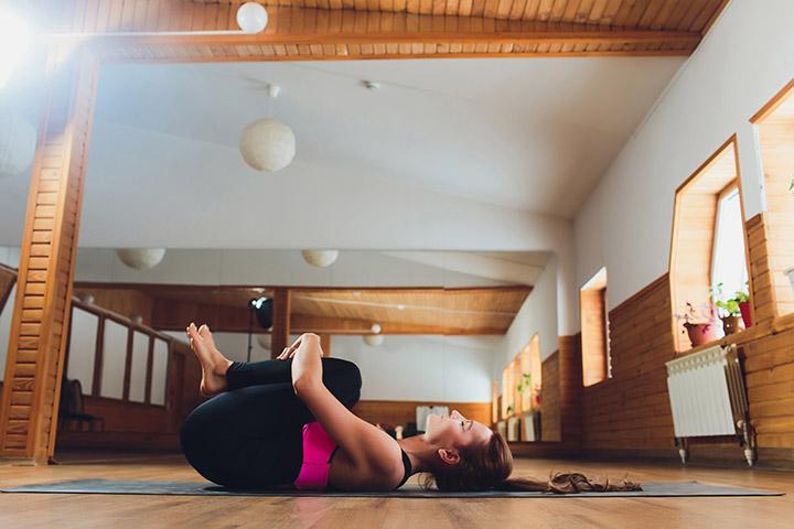 7 einfache Übungen und Strecken um Gas und Blähungen zu lindern
