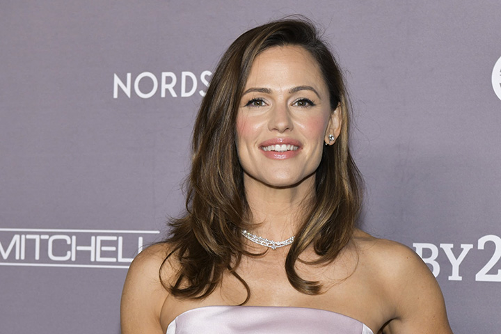 Jennifer Garner – Height, Weight, Age, Movies & Family – Biography